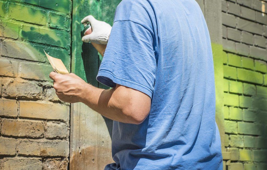 Olejowanie, malowanie, bejcowanie – typowe zastosowania i różnice
