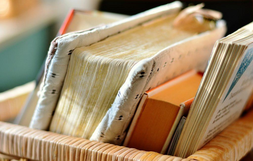 Jak pomysłowo przechowywać książki?